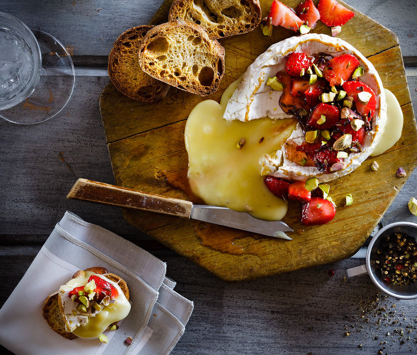 Baked_Brie_with_Strawberries