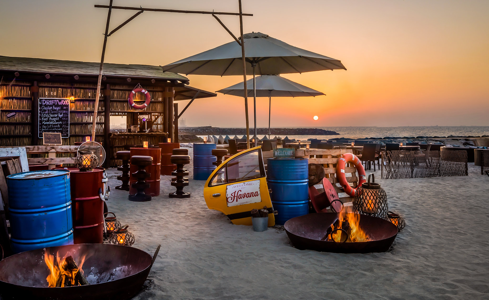Fairmont_Ajman_Driftwood_Beach_Bar_sunset