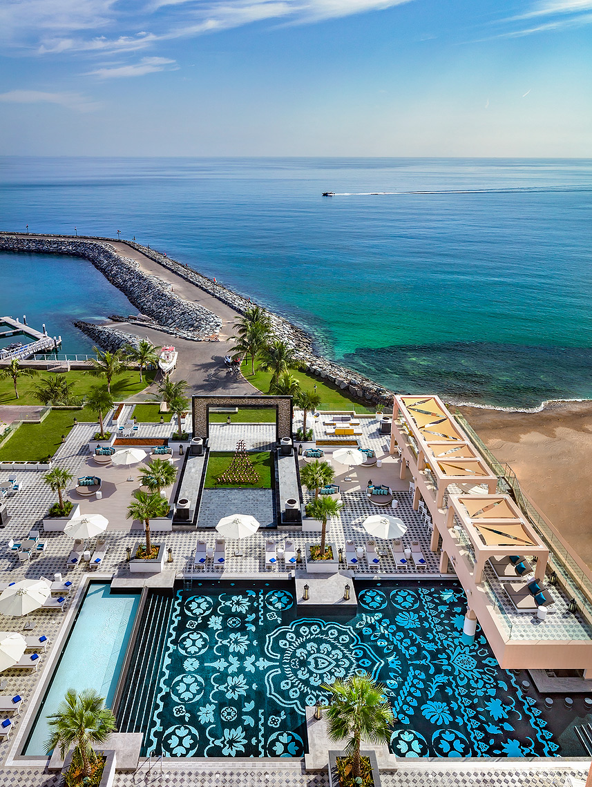 Fairmont_Fujairah_Pool__Beach_View