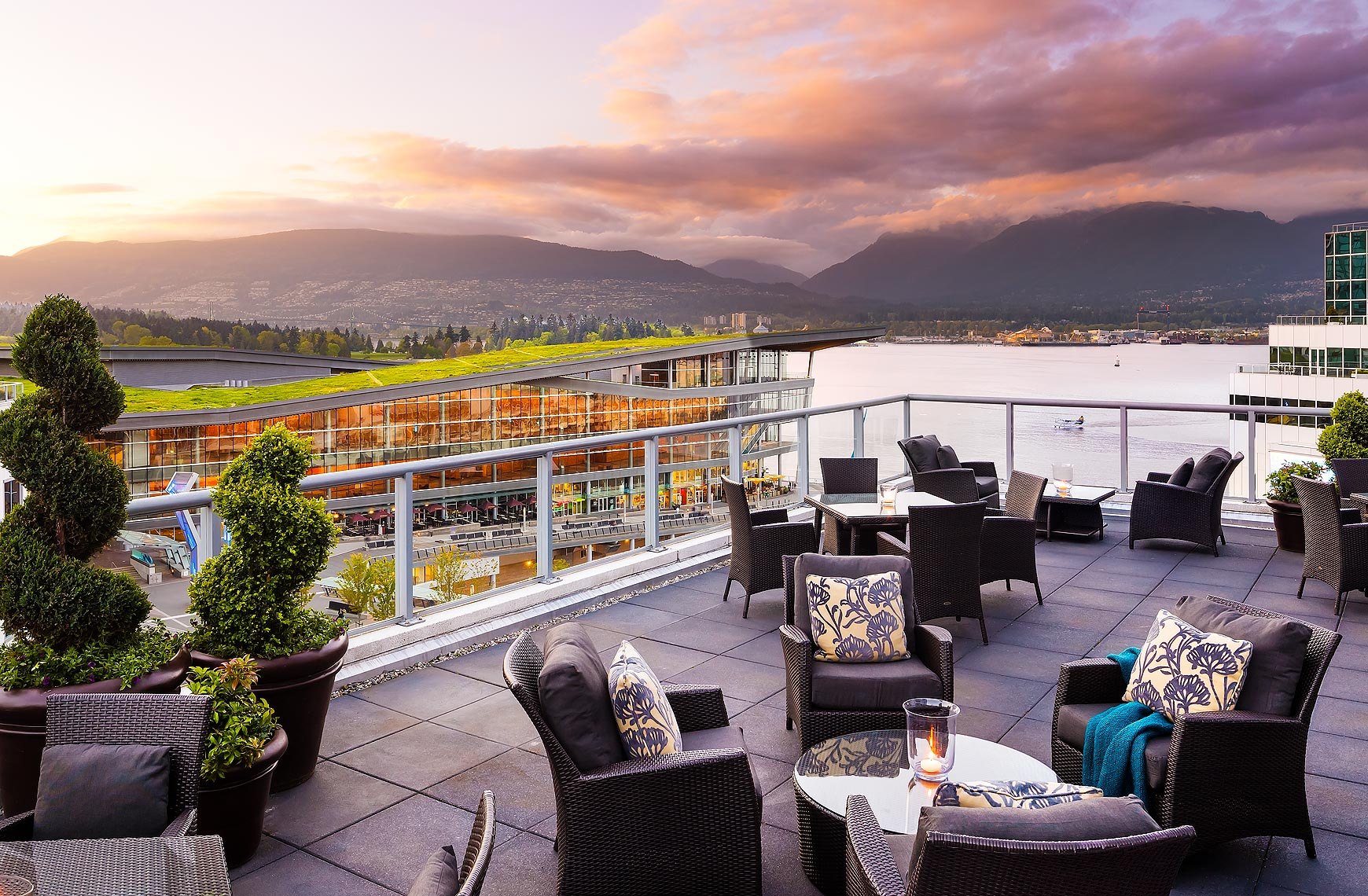 Fairmont_Waterfront_Gold_Lounge_Deck