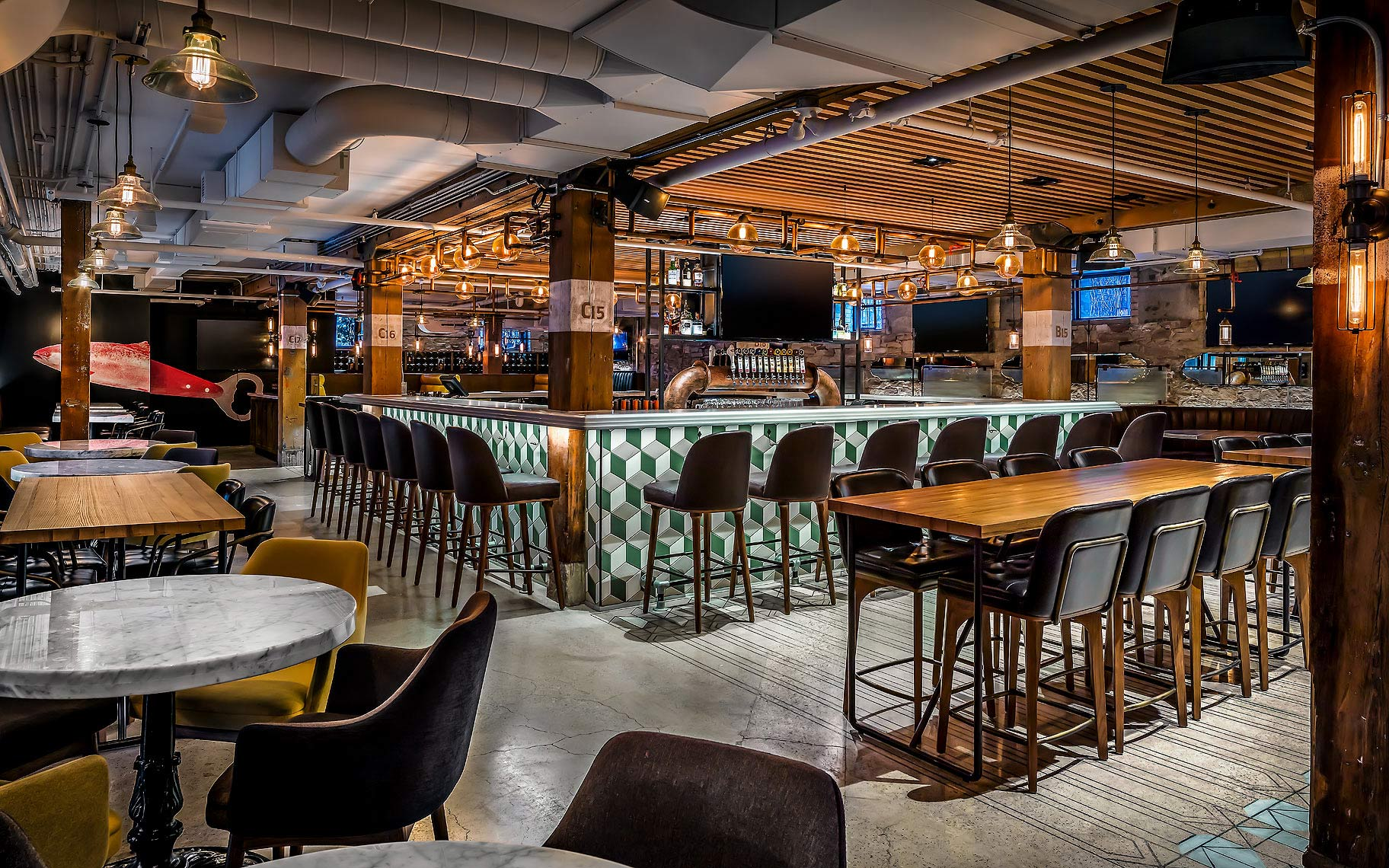 Liberty Commons BrewPub, Toronto, Canada - Restaurant Photography