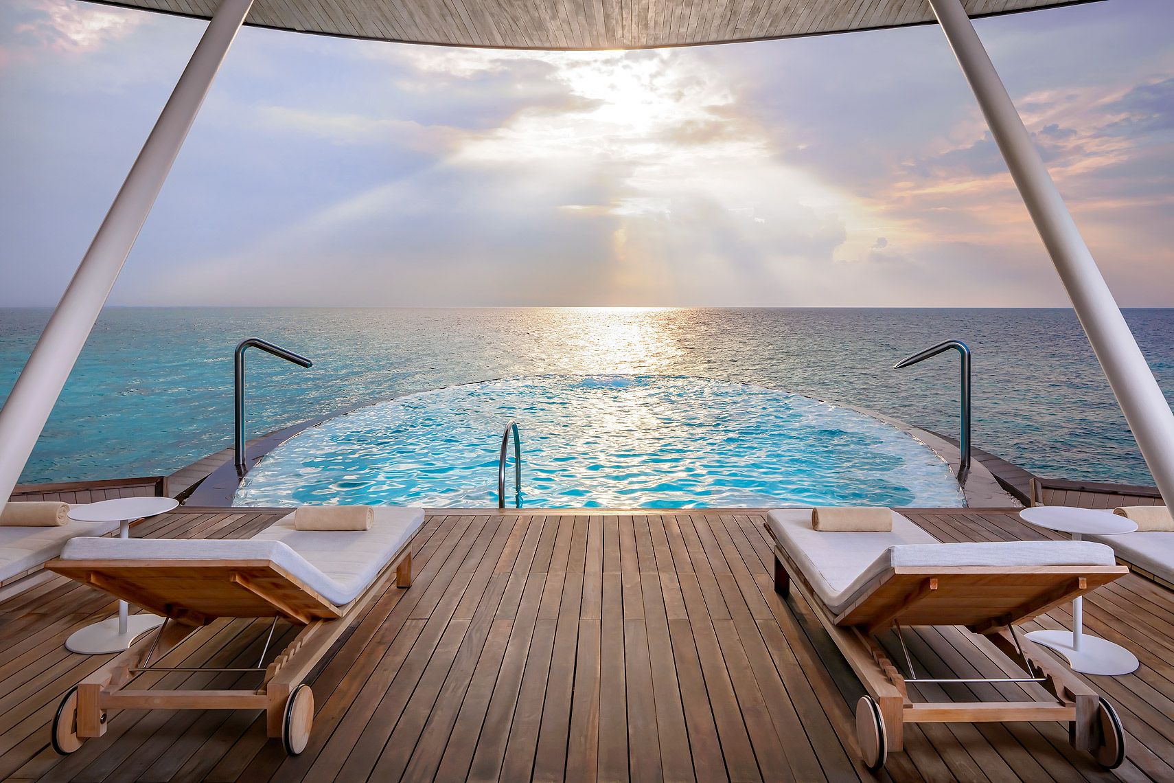 St Regis Maldives Vommuli Spa  - Blue Hole Whirlpool