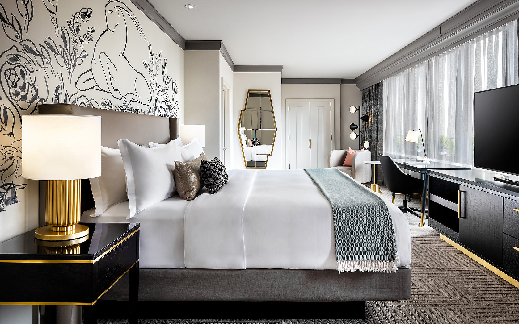 The_Gwen_Hotel_Chicago_The_Luxury_Collection_Presidential_Suite_Bedroom